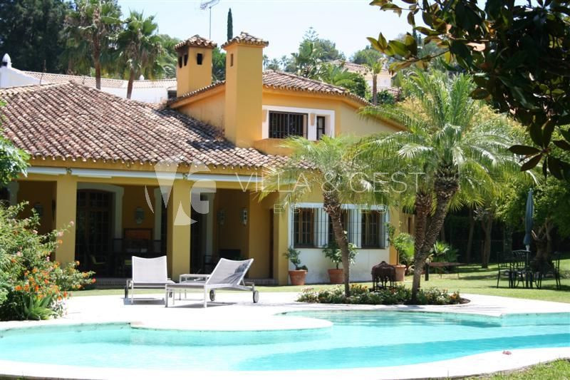 Villa for sale in Estepona, Costa del Sol